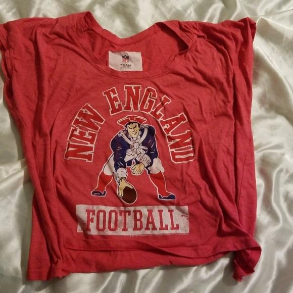 2075ba617405f New England Patriots Crop Top T-Shirt. M 5b304b0f8ad2f9ca3e512874